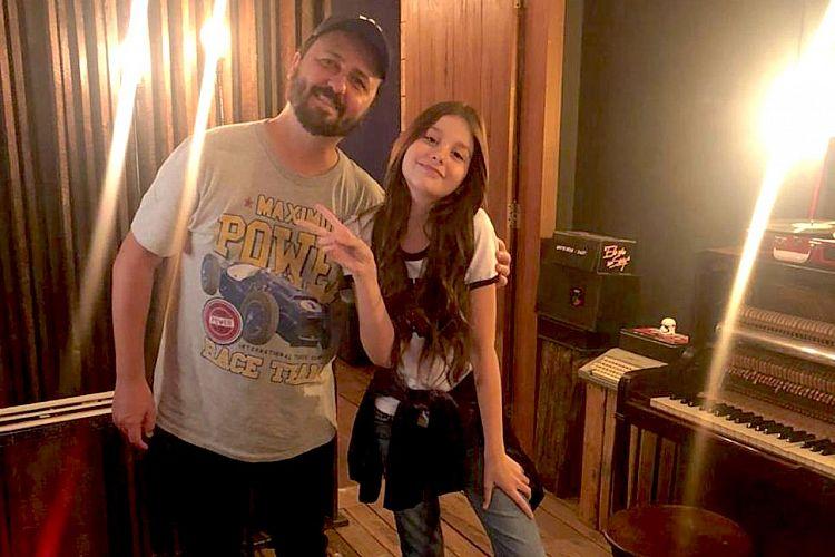 Contra o bullying, ex participante do The Voice Kids 2019 grava música: 'Play'.