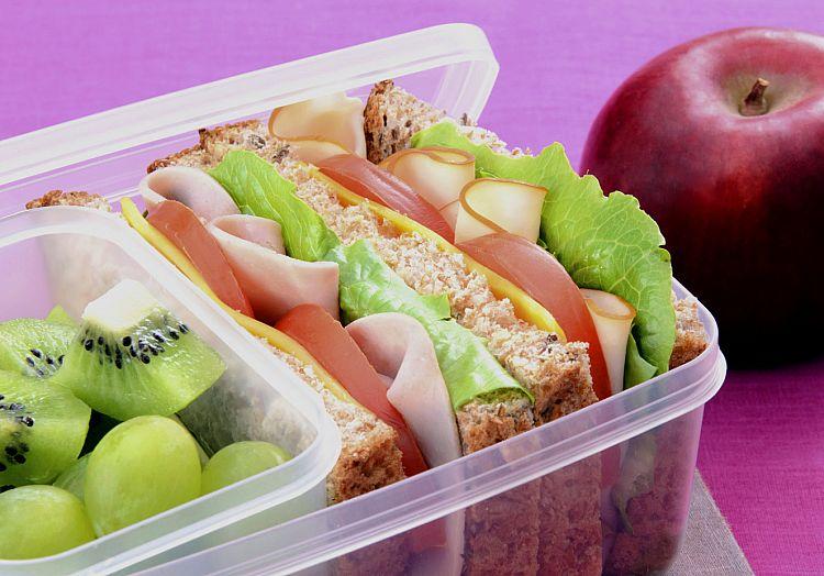 Volta às aulas: Como montar uma lancheira saudável  Nutricionista dá dicas de como preparar o lanchinho das crianças